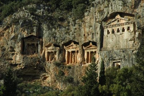 les tombeaux rupestres de CAUNUS