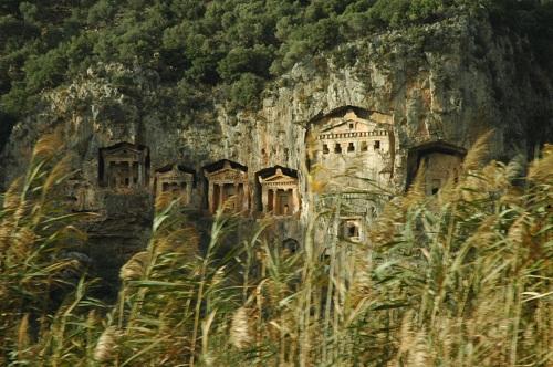 tombeaux rupestres de l'époque lycienne