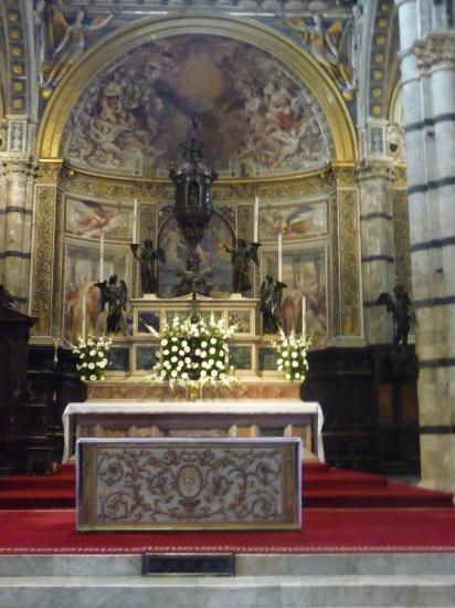 l'abside et l'autel