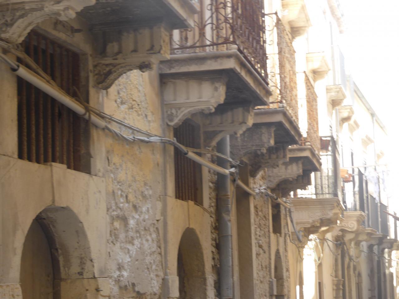 dans les rues de SYRACUSE